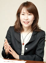 1995年、国際医療経済学者・米国経済学博士のアキよしかわがスタンフォード大学医療政策部長時代に米国グローバルヘルスコンサルティング(本社:米国カリフォルニア州アサートン市)を設立。 2004年3月、日本でサービスを提供するために設立したグローバルヘルスコンサルティング・ジャパンは医師、歯科医師、看護師、薬剤師、作業療法士、放射線技師、IT専門家、医療経済学者で構成された専門集団。机上の理論ではなく、戦略的実証分析を基に、医療の質と経営効率の向上をめざす。