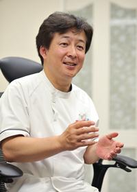 神奈川県横浜市戸塚区東戸塚駅前に2002年開業。内科・心療内科・皮膚科・プラセンタ療法を主な診療科とし、地域のかかりつけ医として多くの患者たちからの信頼を集める。なかでも橋本院長による漢方を用いた治療には定評があり、長年、原因不明の不調に悩まされてきた人たちを数多く回復へと導く。